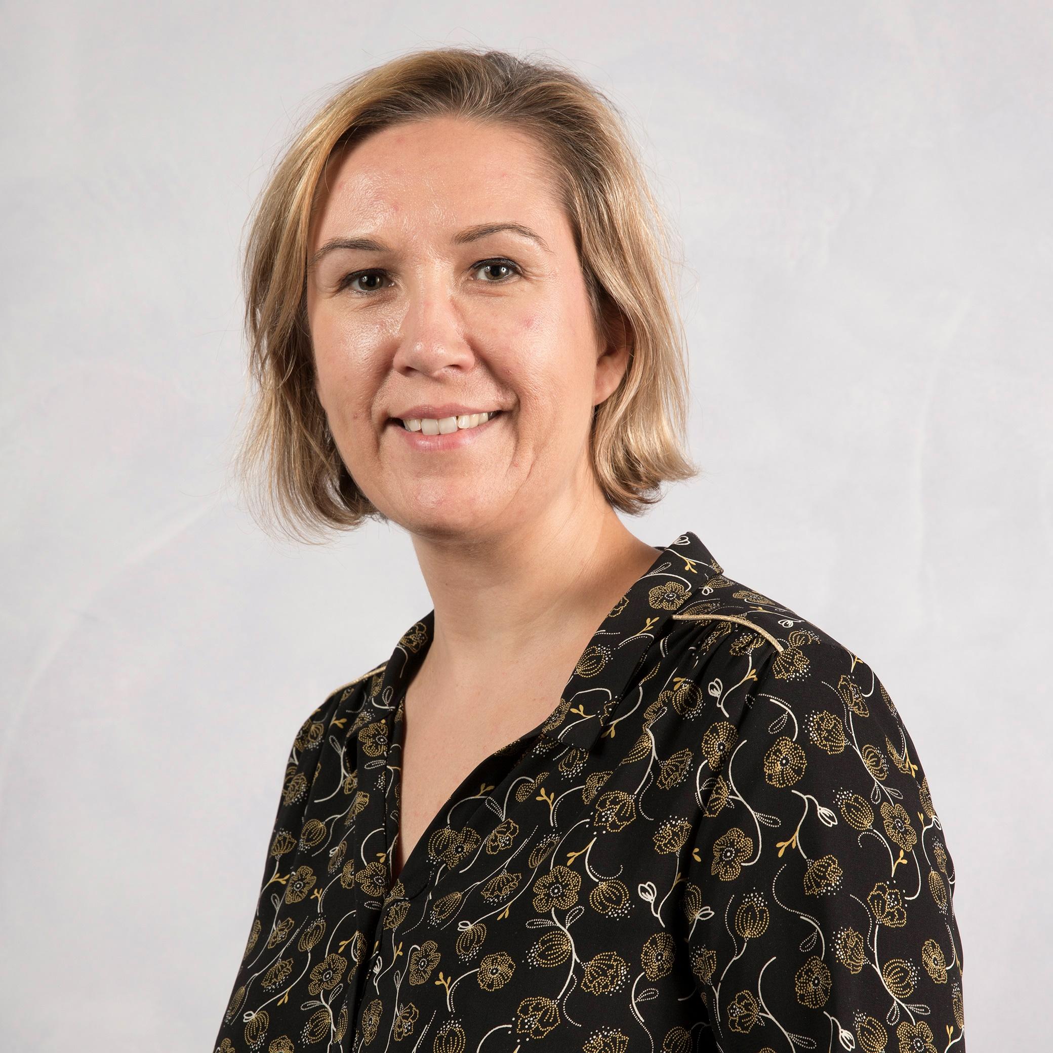Portrait de Sarah BRIAND - autrice présente au Salon du Livre de Royat-Chamalières 2019