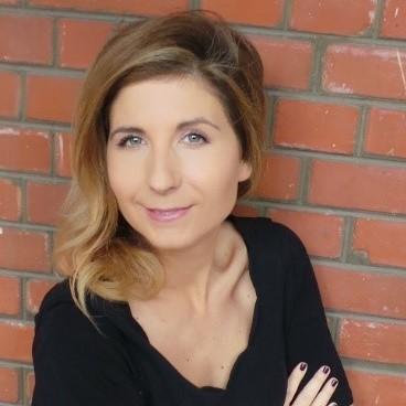 Portrait de Zoe BRISBY - autrice présente au Salon du Livre de Royat-Chamalières 2020