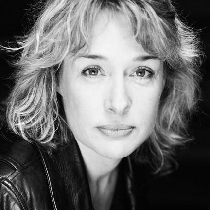 Portrait de Fabienne PÉRINEAU - autrice présente au Salon du Livre de Royat-Chamalières 2020